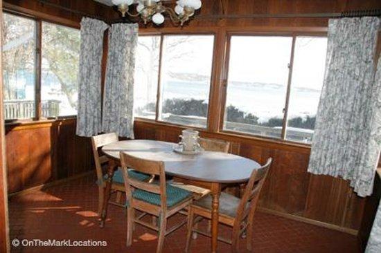 Silver Sands Motel & Beach Cottages: Silver Sands Motel deluxe cottage kitchen