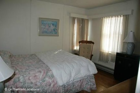 Silver Sands Motel & Beach Cottages: Silver Sands Motel deluxe cottage bedroo