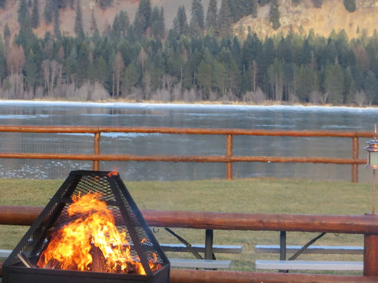 Lakeside Motel & Resort: Fire  pit in be hind the restaurant at the Lakeside Resort!