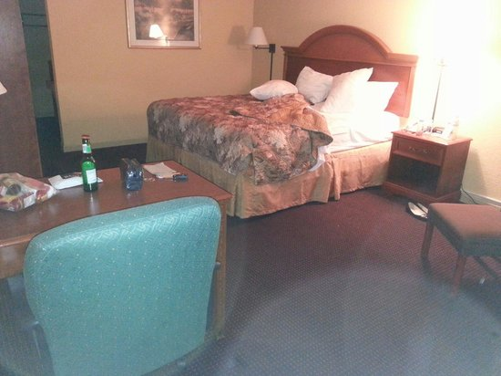 Days Inn Ocala West: My large clean king room