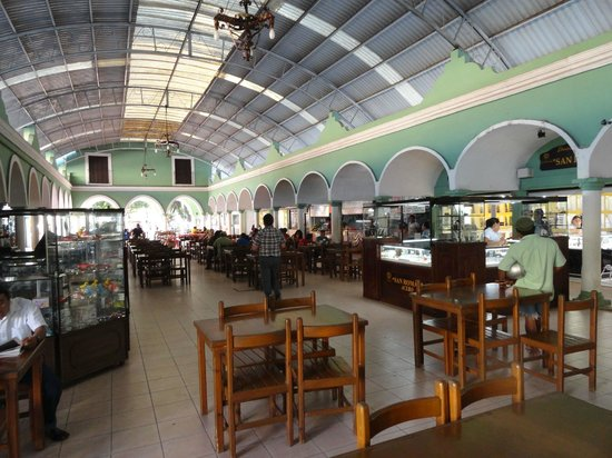 Ecotel Quinta Regia : An indoor shopping mall in the town center.