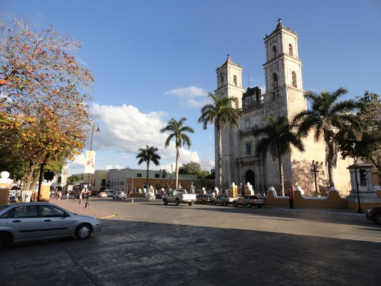 Ecotel Quinta Regia : Town center church. There were at least 3 more churches within 4 blocks.