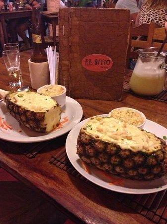 El Sitio: camarão no abacaxi. muito bom e preço justo.