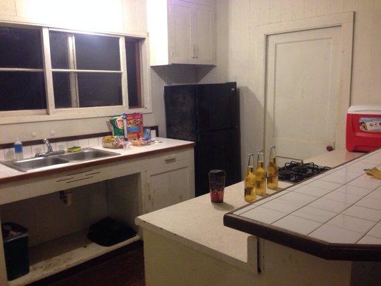Kokee Lodge : iliahi Cabin #4 kitchen