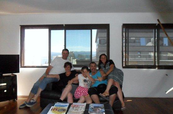 Hotel Pacifico: Mi hermosa familia en el living del departamento