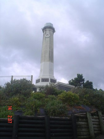 Brookby Motel : Monument on Thames hill