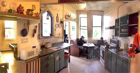 American Backpackers Hostel: kitchen