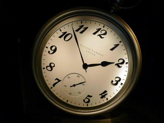Reloj gigante en el Glaciarium