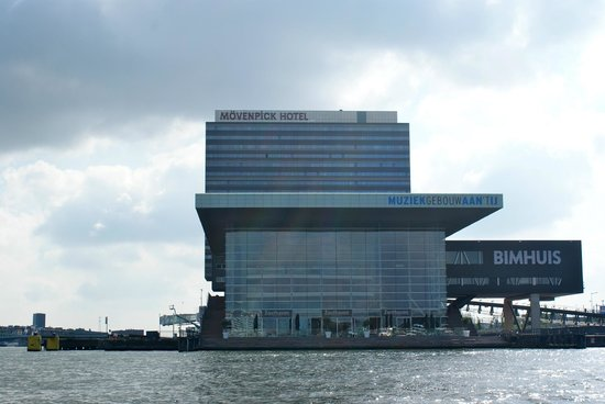 Movenpick Hotel Amsterdam City Center: Movenpick Hotel from the water