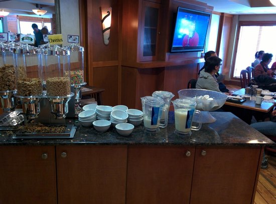Ramada Canmore: Breakfast Area