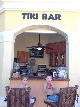 WorldQuest Orlando Resort : Nice tiki bar. Food could be improved. But drinks are tasty and cold.