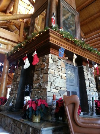 Mountain Lodge Telluride: The View's Fireplace