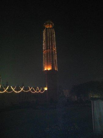 Andaaz Restaurant: A minaret of the famous Badshahi Mosque