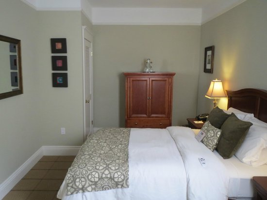 Parker Guest House: Queen sized bed & armoire containing TV