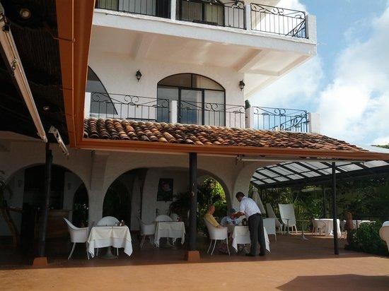 La Mariposa Hotel : The patio after breakfast
