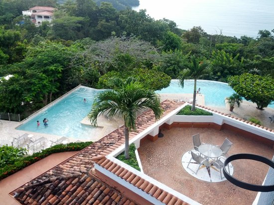 La Mariposa Hotel : View of the pool