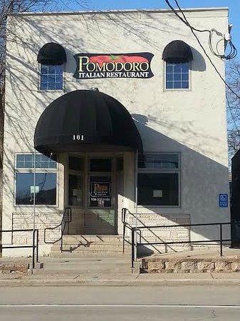 Pomodoro Italian Restaurant: Corner of Main ST & Ft Howard Ave