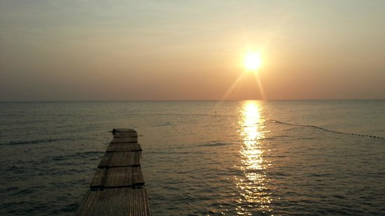 Chen Sea Resort & Spa Phu Quoc: sunset from deck area