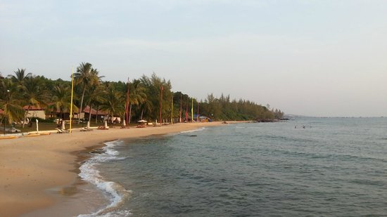 Chen Sea Resort & Spa Phu Quoc: beach from deck area