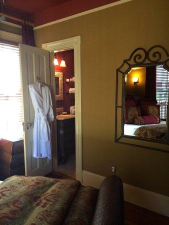 The Cedar House Inn: Our room- robes included