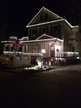 The Cedar House Inn: At night