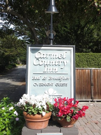 Carmel Country Inn: Entrance..