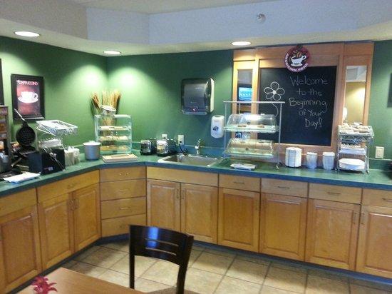 AmericInn Lodge & Suites Kearney: Breakfast area 1