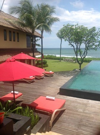 Pantai Lima Villas : Most Relaxing poolside and access to the beach