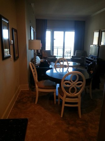 The Sea Gate Inn : Dining/living area Room:306