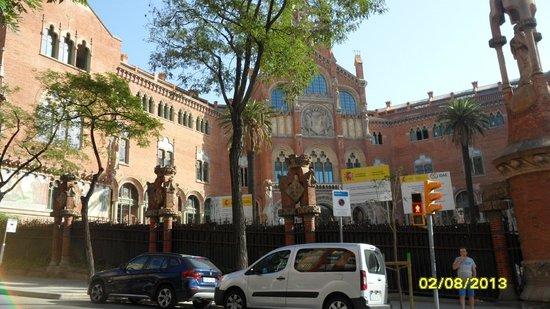 BcnStop Sagrada Familia: Госпиталь рядом с отелем