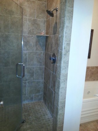 The Sea Gate Inn: Large oversized walk in shower - room 306
