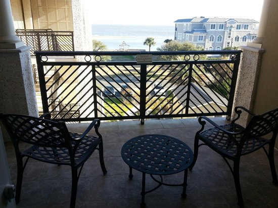 The Sea Gate Inn: Large oversized balcony -room 306....it over looks the ocean & the pool area