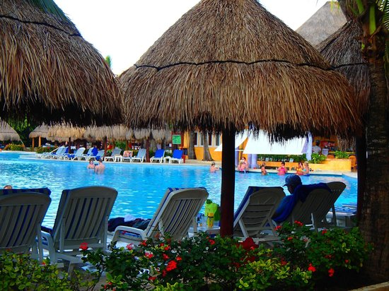 Iberostar Paraiso Beach: Relaxing by the pool