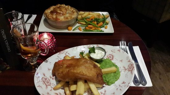 The Conan Doyle: Fish/Chips and Chicken/Mushroom Pie....Sooo Good!