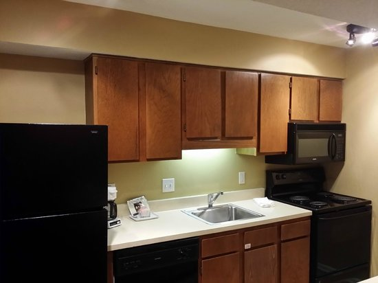 Chase Suite Hotel Overland Park: Kitchen
