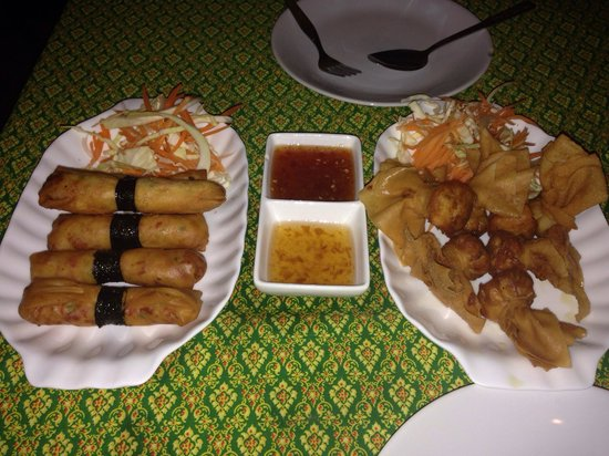 Oasis bar & restaurant Phi Phi Island : Crab spring rolls and golden bags - absolutely delicious!