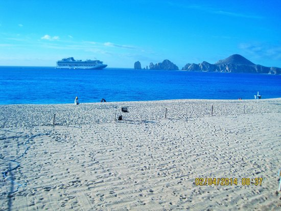 Hotel Riu Palace Cabo San Lucas: View from deck across to lover's beach