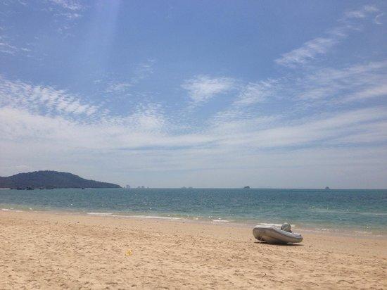 Beyond Resort Krabi: Пляж у отеля