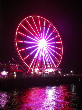 Seattle Great Wheel: Great wheel on Valentines Day
