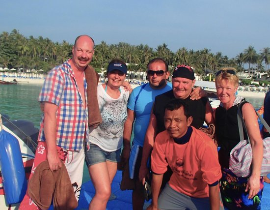 """Easy Day Thailand: our """"HUGE"""" group"""