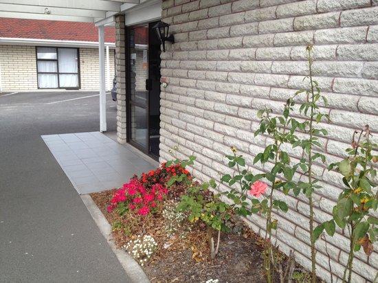 Aywon Motel: Flower
