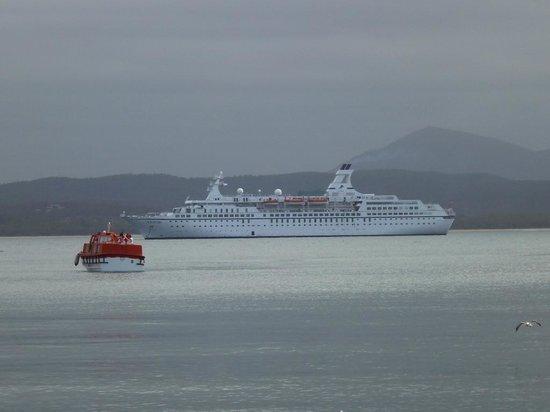 Restaurant Mystique: Cruise ship in Eden Harbour on our visit