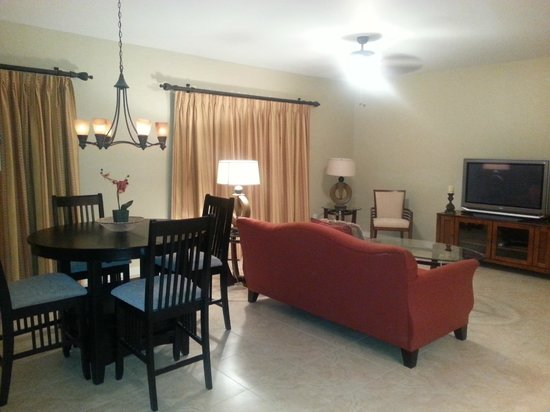 Laterra Resort & Spa : Living and Dining Area