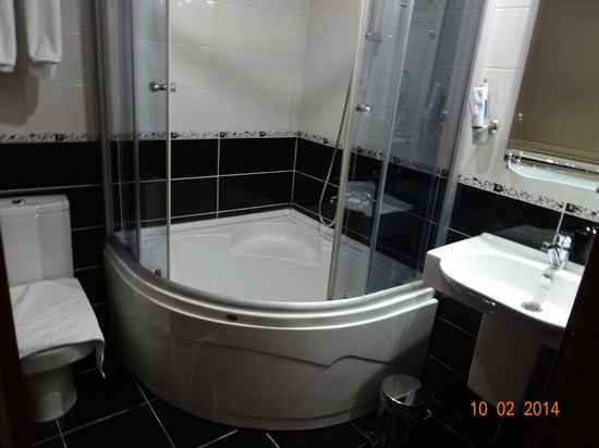 Basileus Hotel: Bathroom !