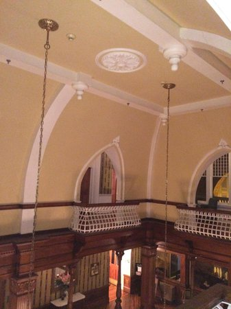 BEST WESTERN PLUS Windsor Hotel Americus: Impressive vaulted ceiling in lobby