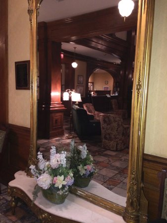 BEST WESTERN PLUS Windsor Hotel Americus: Reflections of beauty