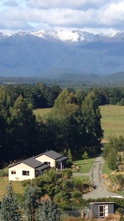 Blue Mountain Cottages/Lodge : We live on the edge of the majestic Fiordland Nationa Park