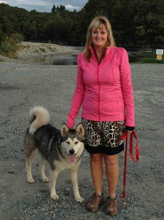 Blue Mountain Cottages/Lodge: Fiona and Nushka, our Alaskan Malamute