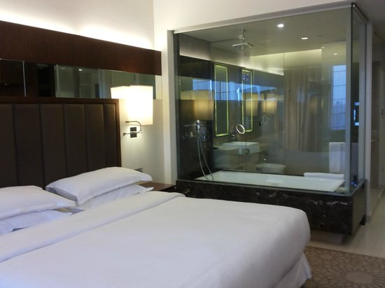 Sheraton Dubai Mall of the Emirates Hotel: Classic room #4