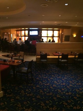 Ventura Beach Marriott : Bar area